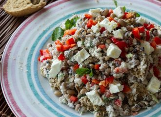recipe_main_akis-petretzikis-salata-me-mauromatika